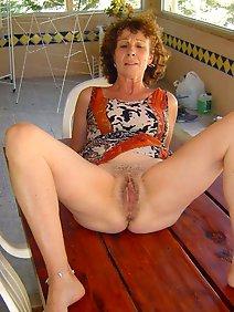 nude;